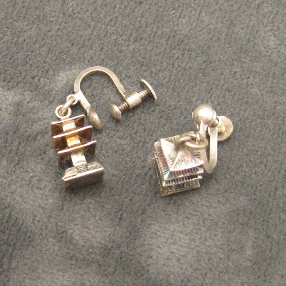 Vintage Pagoda Dangle Earrings E3037