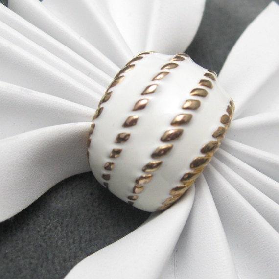 Vintage Wide Ring Chunky White Enamel  R3184