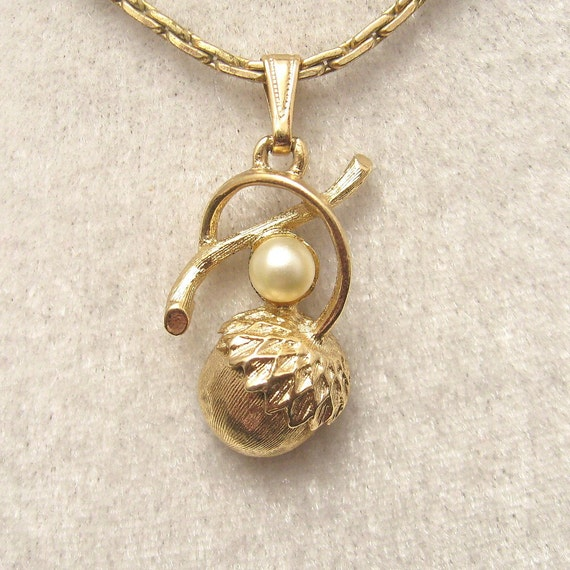 Vintage Necklace Pearl Acorn Treasures Coventry E3830