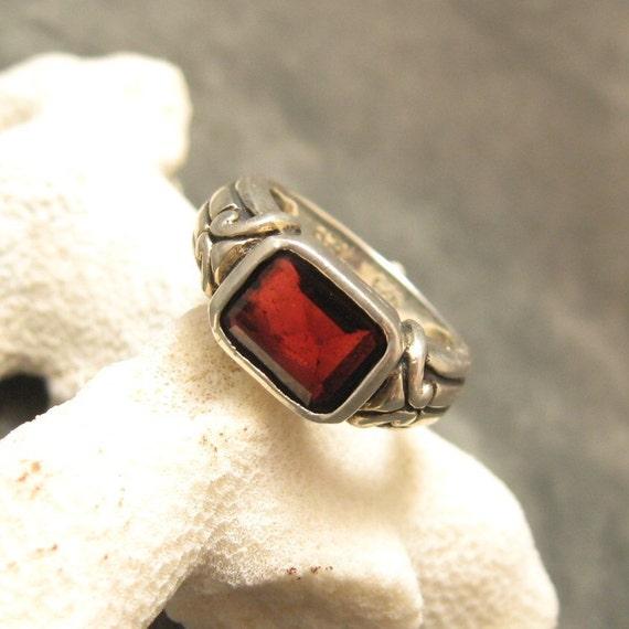 Vintage Sterling Garnet Ring R3985