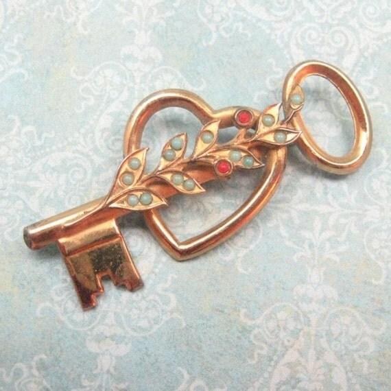 Vintage Sterling Brooch Coro Heart Key Pin  P536