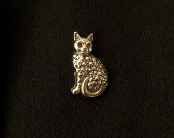 Red Eyed Kitty Stick Pin