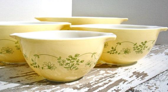Vintage Shenandoah Pyrex Cinderella Nesting Bowls - Complete Set of Four Bowls -1982