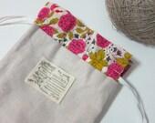 Natural linen drawstring kinchaku pouch - Pink rose lawn
