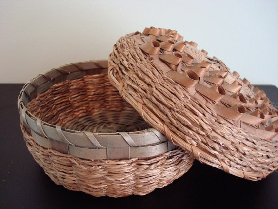 Vintage Maine Native American ash and sweet grass basket with lid