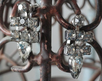 Dangling Rhinestone Vintage Earrings
