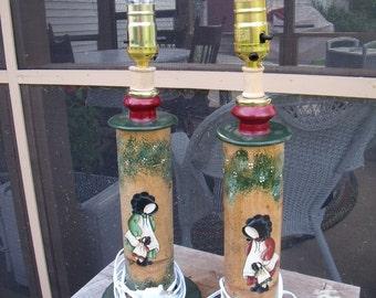 LAMPS-anTiQue primiTive PaiR BOBBIN SPOOL-toLe painted sunboNNet girls-U musT See-great conversation pieces-a super gift.too !!!