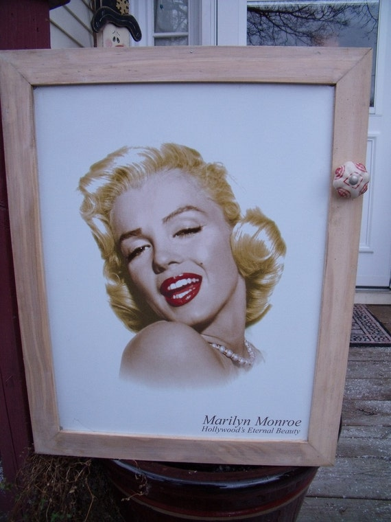 MARILYN MONROE Tin SiGn WaLL CaBiNeT-uniQue-1-of-a-kind-aWeSoMe ceramic knob
