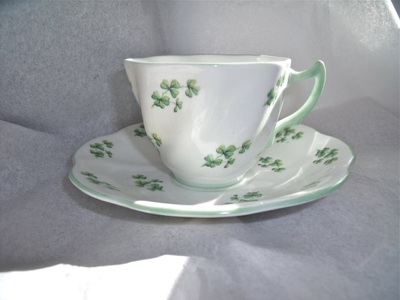 vinTage anTiQue ROSINA Fine Bone China SHAMROCK TEACUP and Saucer MaDe in EngLanD