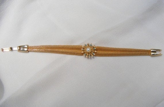 Vintage Gold Tone Mesh Bracelet with Faux Pearl