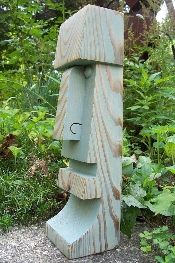 Tiki statue carving god moai