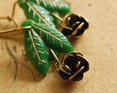 the peeping rose (green) - vintage glass leaf brass rose dangle earrings