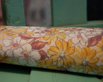 The Perfect Summer Floral - Novelty Vintage Fabric 40s 50s New Old Stock 35 in wide Shabby Cottage