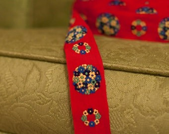 2.5 yards Vintage Trim Embroidered Fun Daisies  60s 70s Juvenile Red