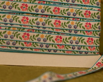 3 yards Mod But Sweet Embroidered Vintage Trim- Juvenile Daisies 60s 70s New Old Stock