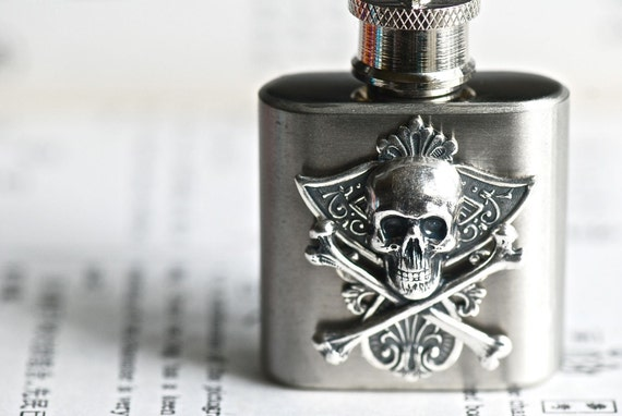 Kantoli Stainless Steel Mini Flask Key Chain - Skull Cross bones - Made in USA Stamping - Insurance Included