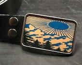 Mountain men's belt buckle