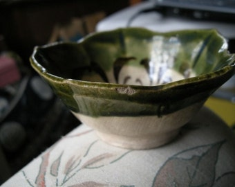 Flower shape potterry bowl
