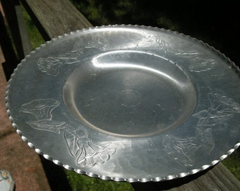Hammered Aluminum Round Trumpet Flower Vintage Serving Tray by Faberware