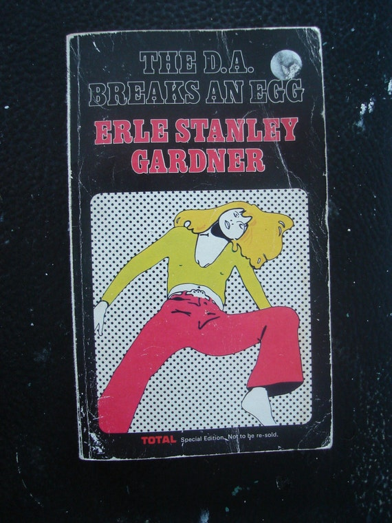 The D.A. Breaks An Egg - Erle Stanley Gardner vintage paperback book 1973