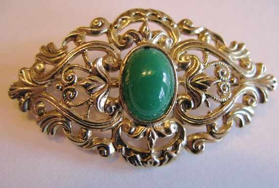 Reduced price-Vintage Victorian Style Brooch