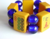 1930's Vintage Bakelite Mah Jong Tile Bracelet with Cobalt Blue Glass Beads / Butterscotch Mahjong Tiles / Bright / Fun / Chic / Funky / SM