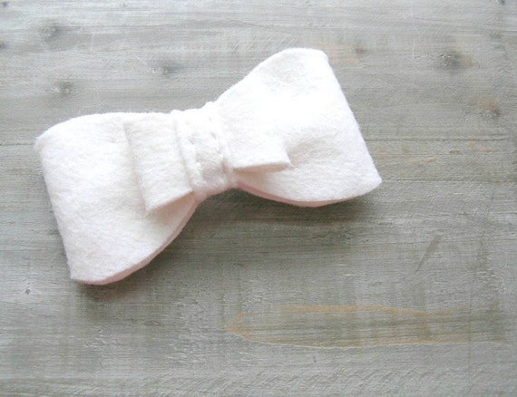 White Wedding Bow Fascinator Clip // Bridal Hair Accessory by OrdinaryMommy on Etsy