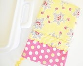 Oven Mitt - Hot Pad Flowers and Lace in Butter Yellow