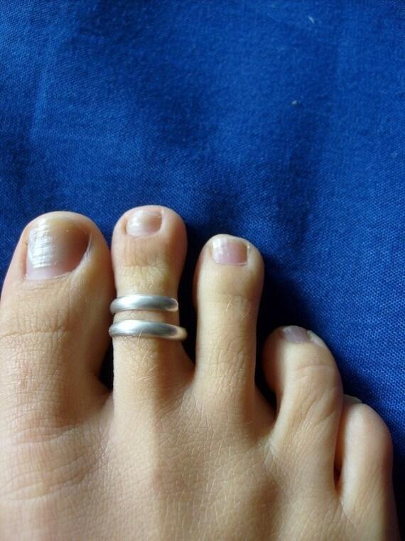 Silver toe ring .... adjustable