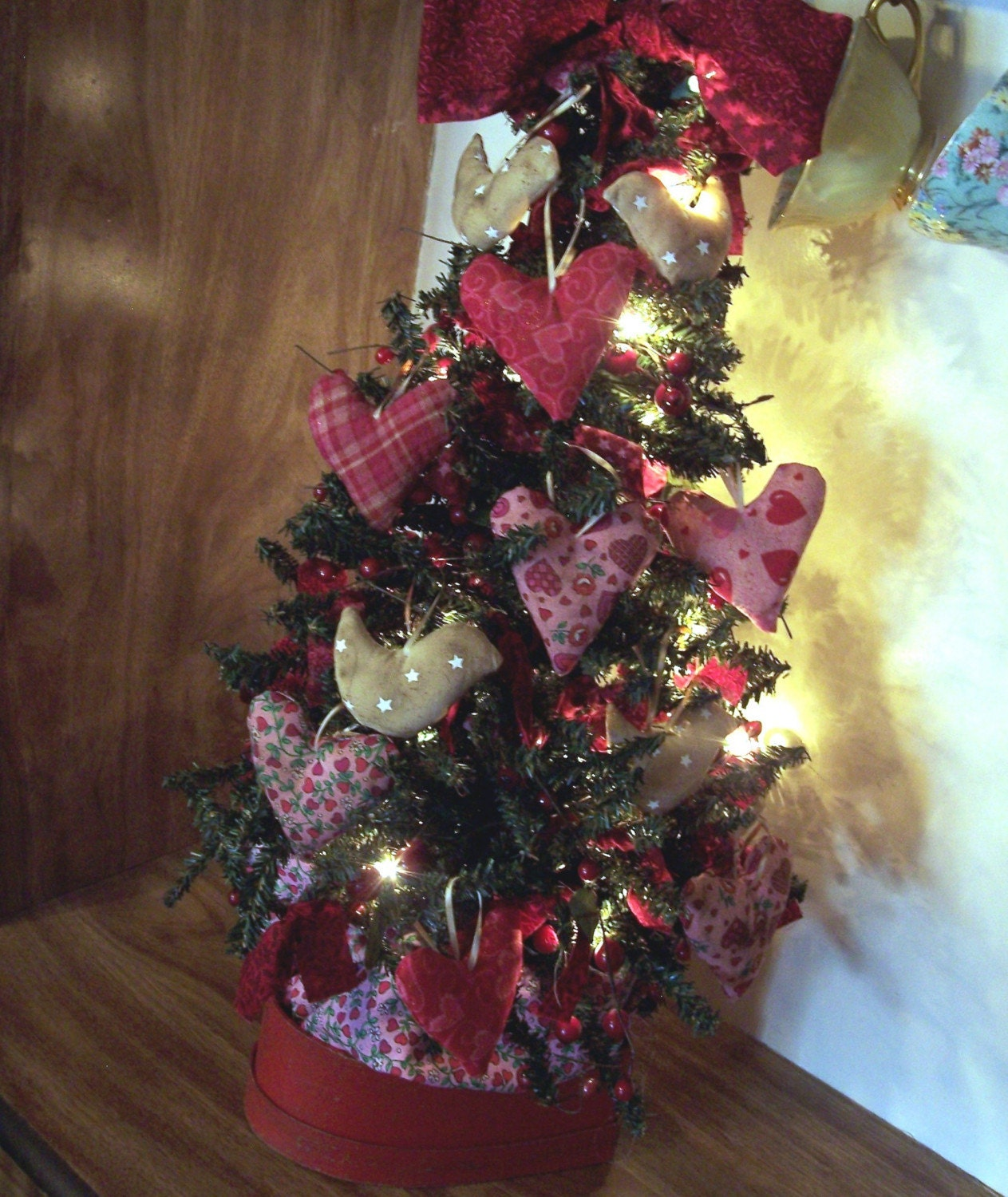 Primitive Valentine's Day Tree With Hearts Love Birds And
