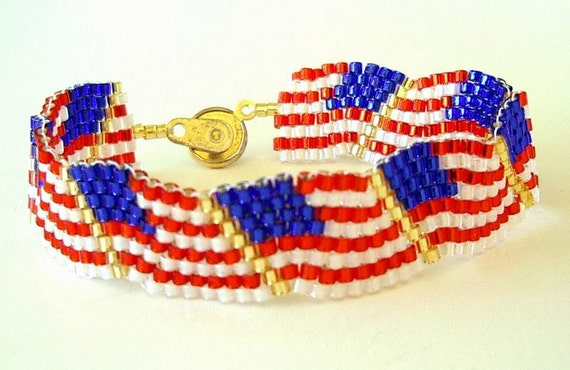 Beaded bracelet us flag wavy red white blue patriotic for Patriotic beaded jewelry patterns