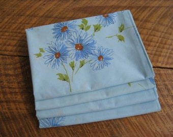 Napkins Blue Daisy Vintage Linens Cloth set of 4