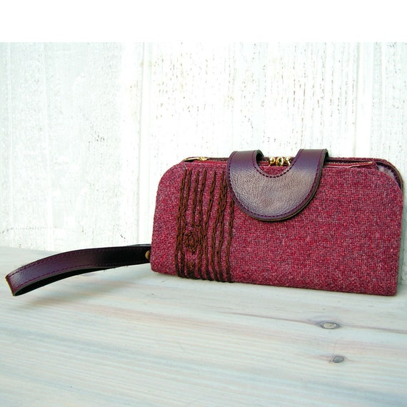 wood grain wristlet wallet