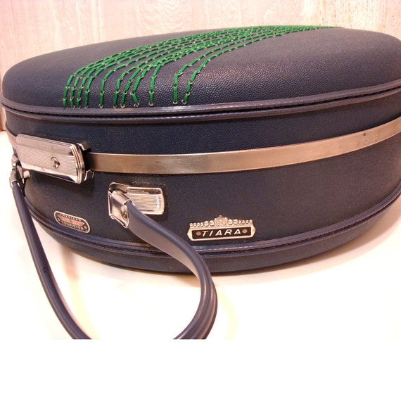 round green tree suitcase