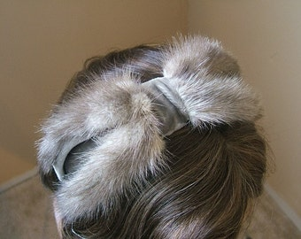 Vintage 1960s Head Band Hair Band Bow Design in Taupe Gray with Mink Fur Trim.