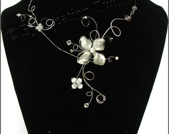 white flower nekclace, swarovski crystal, bridesmaids necklace, statement necklace, weddings necklace, bridesmaids gifts