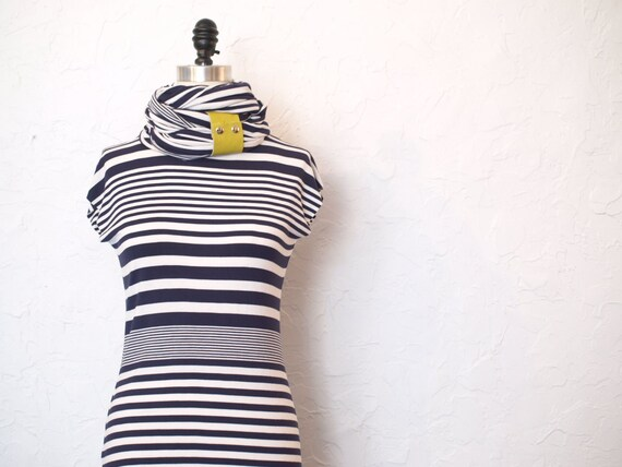 Spring Sale - FREE SHIPPING -Stripes obsession Crew neck tunic in nacy size small