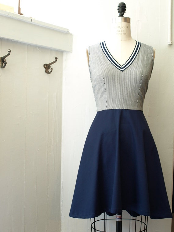 SALE 35% off Nautical High-low dress in navy SIZE Small