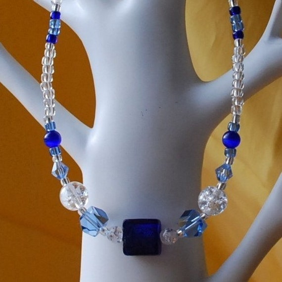 Necklace - Finland - blue clear glass crystal  stretch -16 in. (pte-39)