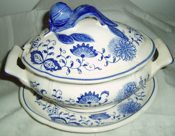 Blue Onion gravy / sauce boat - covered tureen and underplate ,  Vintage Blue White Gravy Boat - 3 piece set Arnart - TREASURY ITEM