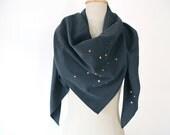 scarf with confetti print triangular black neon