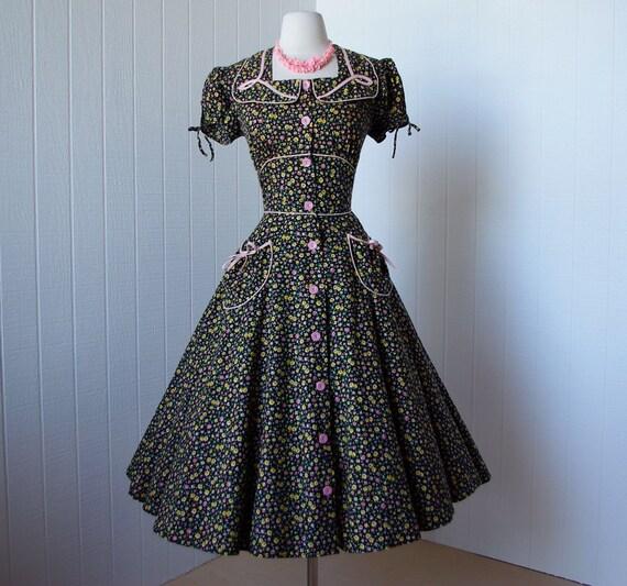 vintage 1940's dress  ...cutest ever KENROSE ditsy calico floral full skirt pin-up novelty summer sun dress
