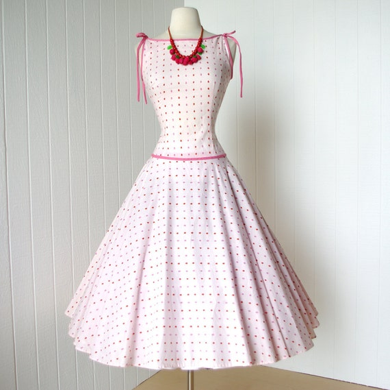 vintage 1950's dress ...fabulous red and pink STRAWBERRY novelty print cotton full circle skirt pin-up sun party dress