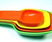 Retro colors plastic measuring spoons Tupperware