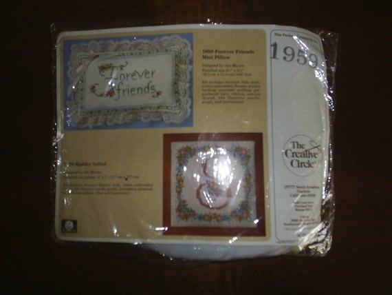 NeedleWork Kit Creative Circle Forever Friends Pillow New in Package