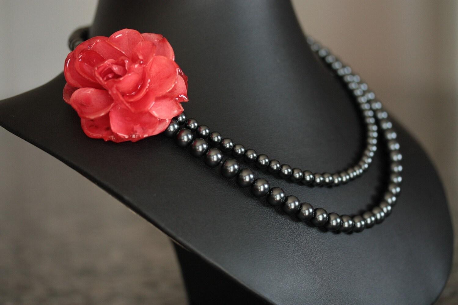 red rose and black pearl necklace. Black Bedroom Furniture Sets. Home Design Ideas