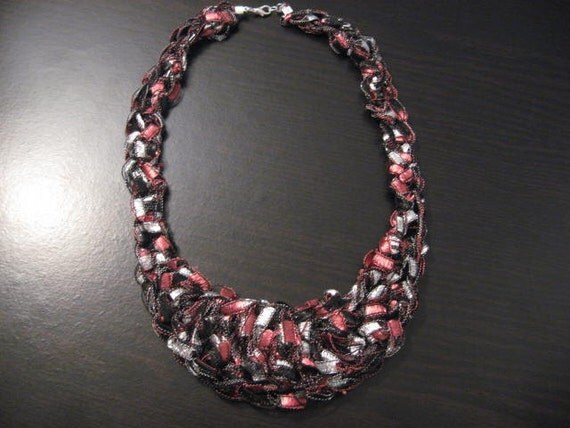 trellis ladder yarn crochet bib necklace pattern