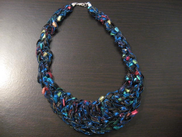 trellis ladder yarn crochet bib necklace pattern from