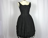 The Lady is a Vamp Vintage 1950s 60s Black Dress, Sz S