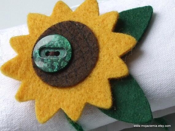 Felt sunflower napkin rings  - x 4  -  handmade,  international shipping.